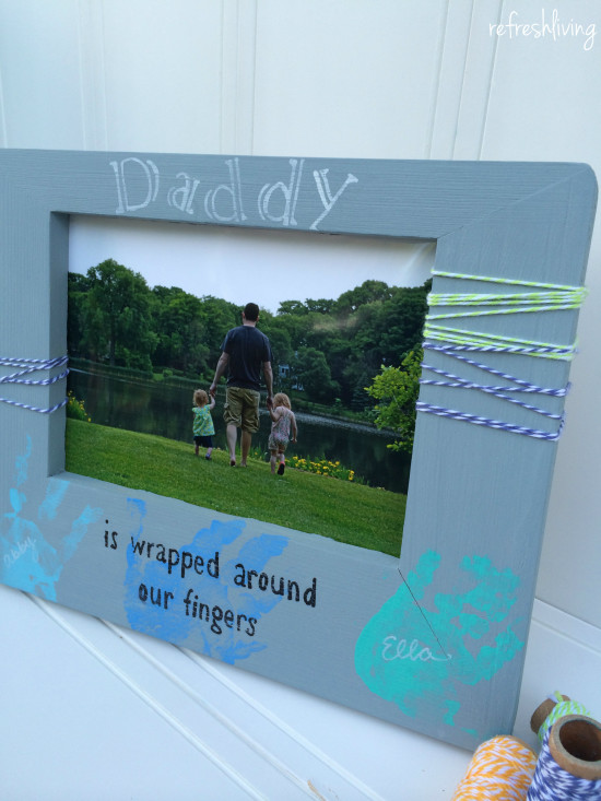 DIY fathers day gift picture frame with handprints