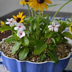 Vintage Bundt Pan Becomes 2 in 1 Flower Pot & Vase