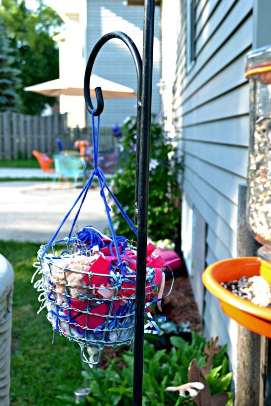 Use scraps of items found around your house to set up a nest building station for the birds. Great summer activity for toddlers and young kids!
