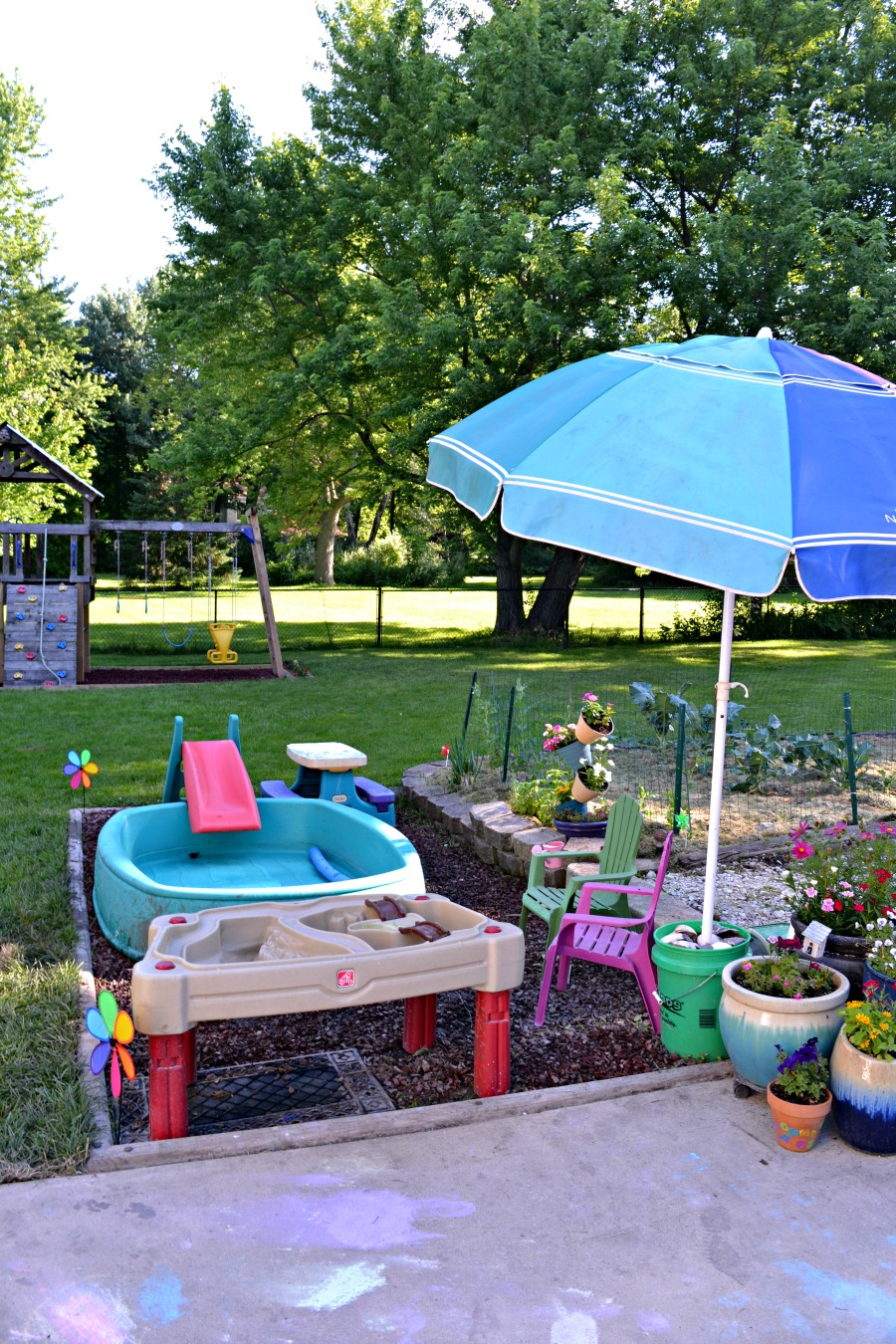 DIY patio set | painted patio furniture | backyard for kids with thrift  store and garage sale finds - Backyard For Young Kids - Refresh Living