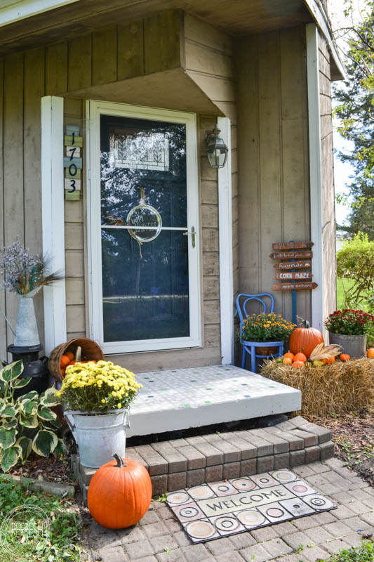 fall-front-porch-with-pumpkins-and-mums-4