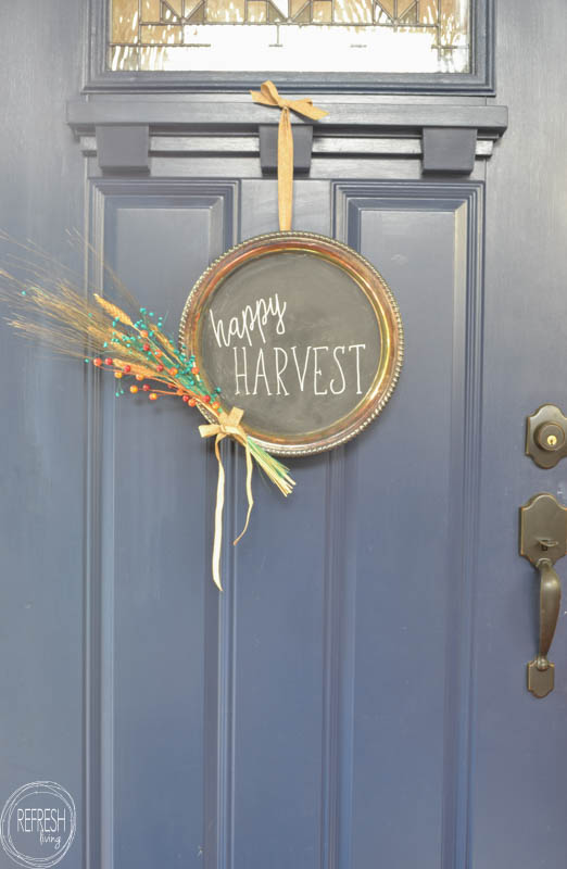 This fall wreath looks so easy and inexpensive to make! What a great DIY project using a platter from the thrift store.
