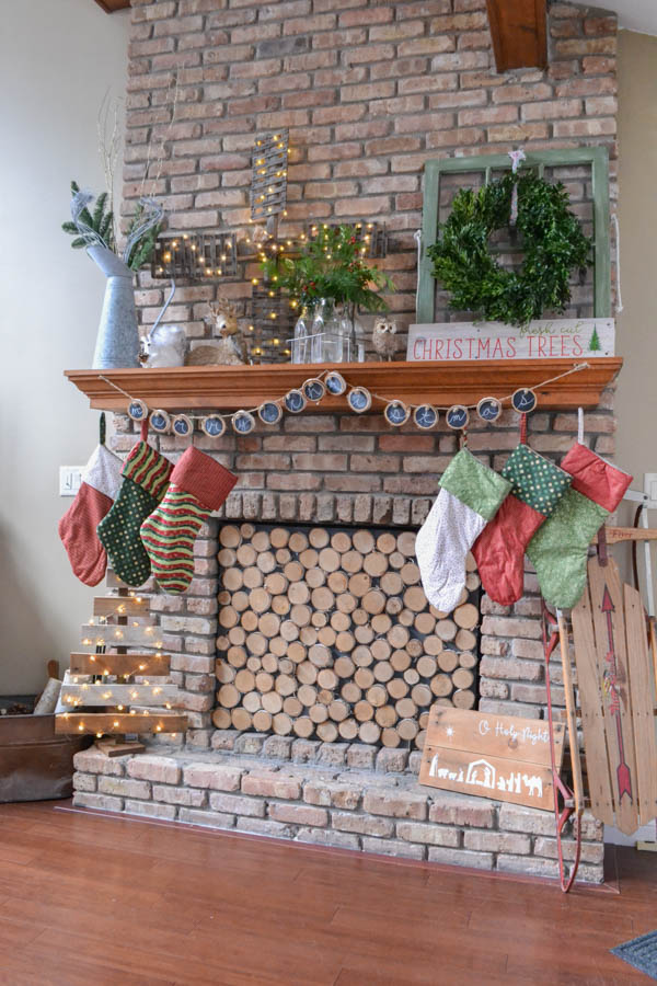This Christmas Home Tour Combines Farmhouse And Vintage Finds With A Ton Of Easy DIY Projects