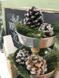 This is my kind of holiday decoration - inexpensive and easy to make! By adding fake snow to pine cones, it's easy to create natural and rustic Christmas decorations.
