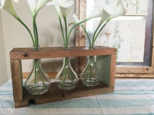 What an easy project using old glass jars and reclaimed wood. I love the combination of the barn wood with the glass! Includes a full tutorial.