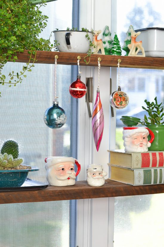 There's something about vintage Christmas decorations that I just can't resist.
