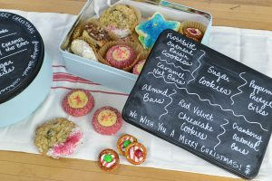 I see old tins all the time - this is a great way to reuse them. These chalkboard tins would be a great way to give Christmas cookies to friends and family. I love the idea to write the names of the cookies right on the front of the tin! Upcycled Christmas cookie tins via Refresh Living.