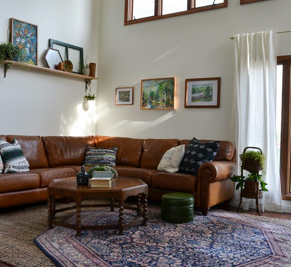 This entire living room was put together with second hand finds from estate sales, flear markets and thrift stores. Goes to show that it's completely possible to decorate without spending a lot of money!