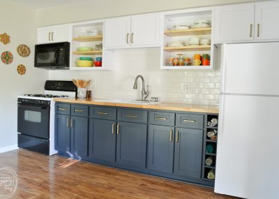 I've been wanting to replace the cabinet doors in my kitchen. Look at the difference it can make without spending extra money to completely replace the entire cabinet! The perfect budget friendly way to update your kitchen and make it look completely new. Reface kitchen cabinets instead of replace or paint existing doors via Refresh Living.