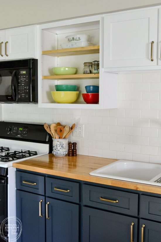Why I Chose To Reface My Kitchen Cabinets Rather Than Paint