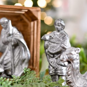 DIY Antique Mirrored Finish on an Old Nativity Set