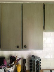 Thinking about replacing your kitchen cabinet doors? Here's everything you need to know about refacing your kitchen cabinets! Replacing just the doors on your kitchen cabinets is a great way to complete update the look of your kitchen for a fraction of the cost.