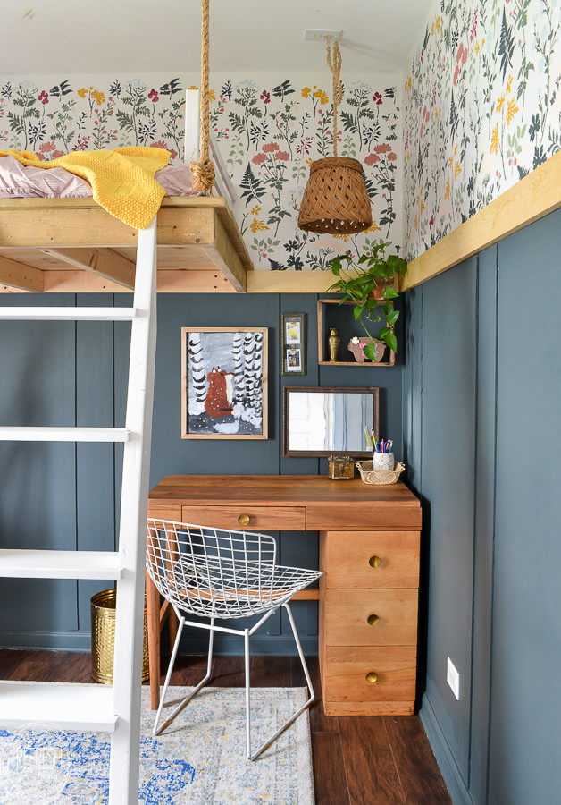 Kids bedroom makeover with modern, vintage, and boho style. Tons of easy DIY projects like this refinished MCM desk with thrift store and estate sale finds.
