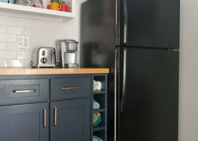 How to paint a fridge with the best paint for fridge, even if it's rusty.