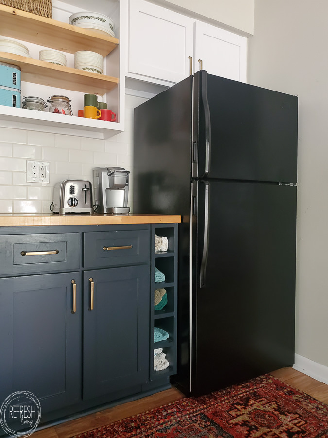 How to paint a fridge to get rid of rust spots or give it an updated look. This tutorial walks through all the steps and show the best type of paint to use to paint a fridge.